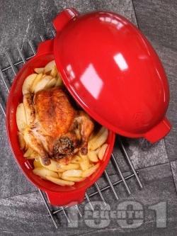 Пълнено печено цяло пиле с ориз и дробчета с гарнитура от картофи на фурна - снимка на рецептата